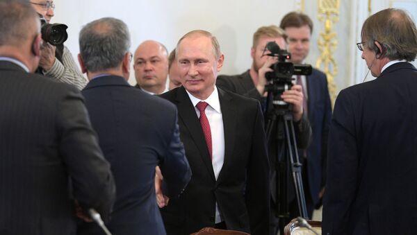 Ruský prezident Vladimir Putin provedl setkání s řediteli mezinárodních informačních agentur v rámci Petrohradského mezinárodního ekonomického fóra - Sputnik Česká republika