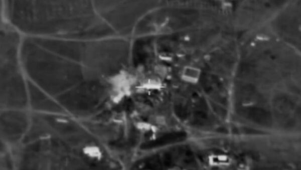 Údery na bojovníky IS na cestě z Rakky do Palmýry - Sputnik Česká republika