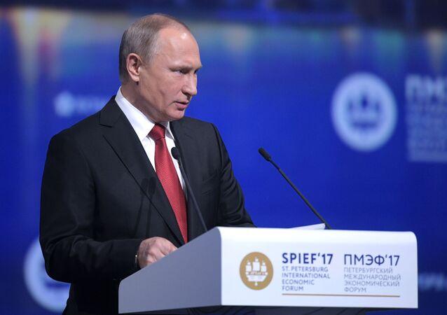 Putin vystupuje v rámci Petrohradského ekonomického fóra