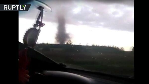 Tornádo zuří ve vesnici v Altajském kraji - Sputnik Česká republika