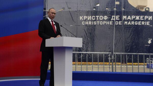 Vladimir Putin během ceremonie pojmenování arktického nosiče plynu Christophe de Margerie - Sputnik Česká republika