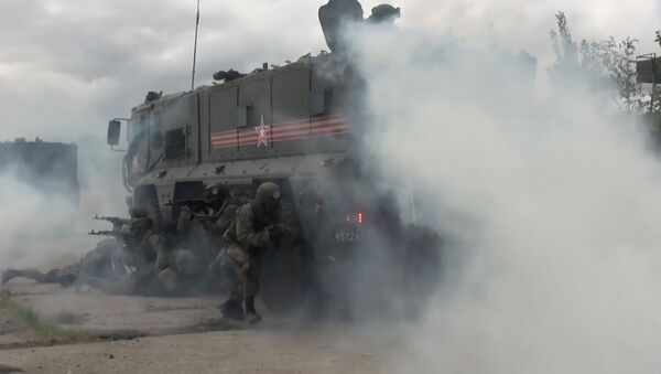 Cvičení jednotky rychlého nasazení s použitím obrněných vozidel Tajfun - Sputnik Česká republika