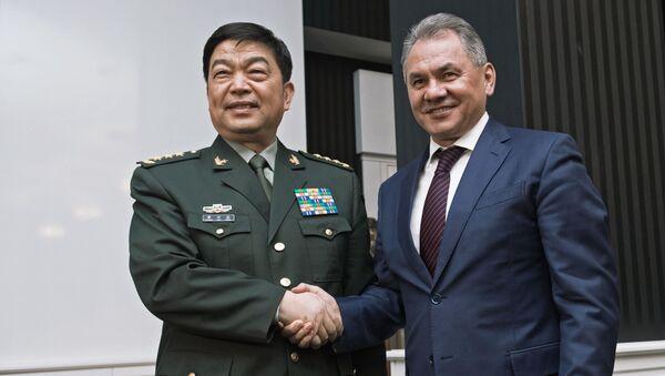Čínský ministr obrany generálplukovník Chang Wanquan a ruský ministr obrany Sergej Šojgu - Sputnik Česká republika
