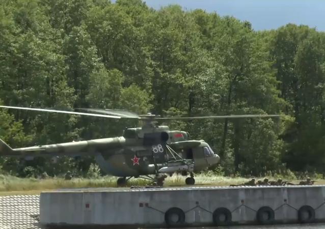 Výsadkáři z Ruska, Srbska a Běloruska zahájili společná cvičení