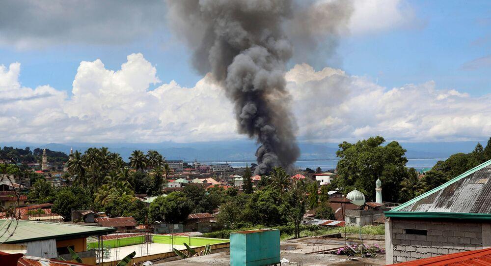 Kouř nad bojištěm na Filipínách