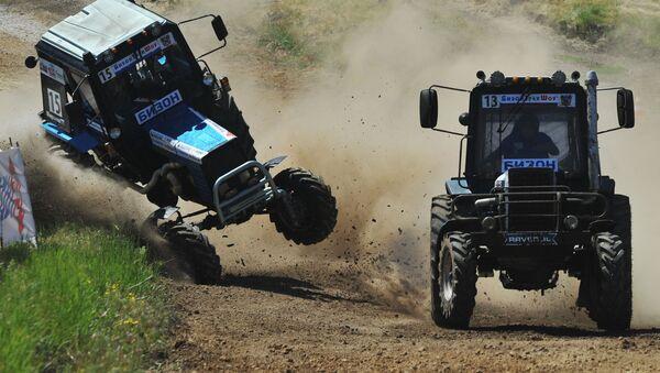 Účastníci traktorových závodů Bizon Track Show v Rostovské oblasti - Sputnik Česká republika