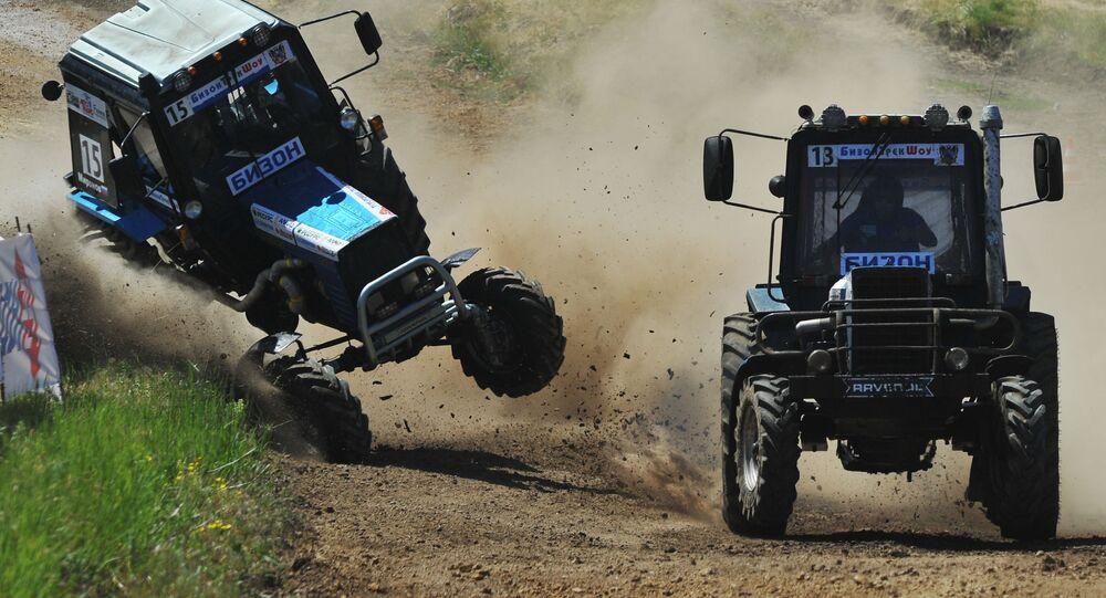 Účastníci traktorových závodů Bizon Track Show v Rostovské oblasti