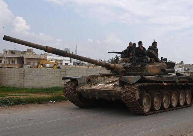 Syrští vojáci na tanku. Archivní foto