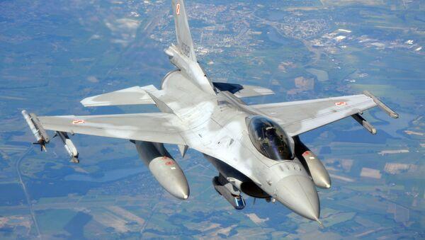 Polská stíhačka F-16. Ilustrační foto - Sputnik Česká republika