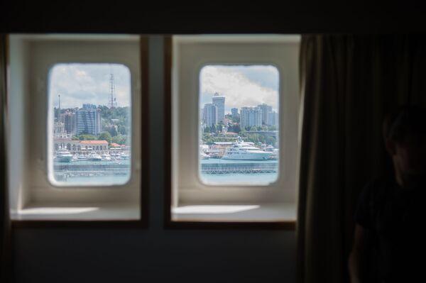 Pohled na Soči z oken výletní lodí Kníže Vladimir - Sputnik Česká republika