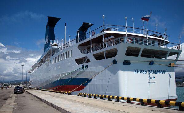 Výletní loď Kníže Vladimir v přístavu města Soči - Sputnik Česká republika
