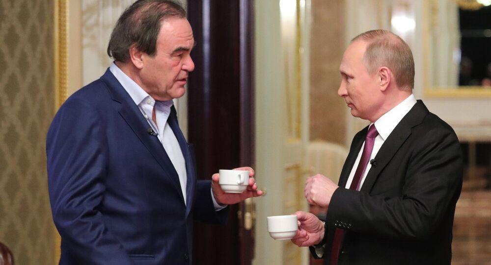 Ruský prezident Vladimir Putin a americký režisér Oliver Stone