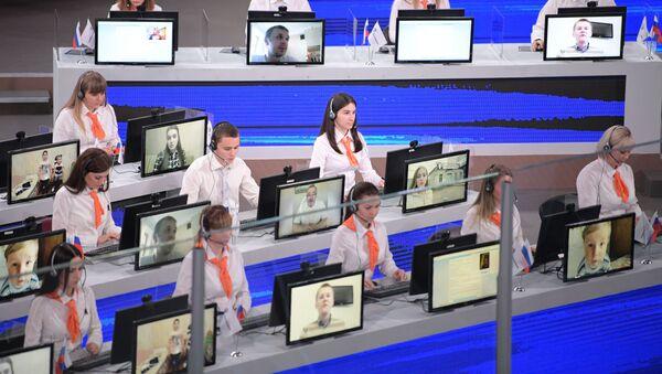 Operátoři zpracovávají otázky - Sputnik Česká republika