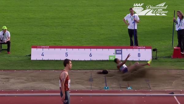 Nigerijská atletka během skoku ztratila paruku. Video - Sputnik Česká republika