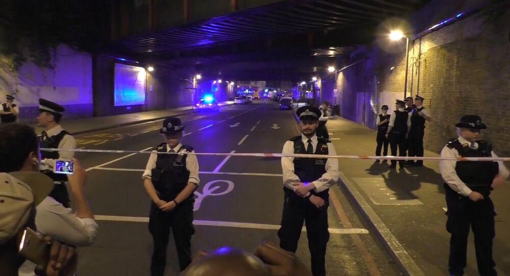 Policisté uzavřeli ulici po teroristickém útoku. Ilustrační foto