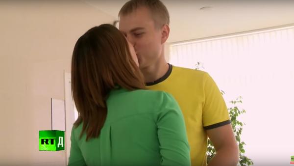 Novorozené Rusko: kameraman omdlel v porodnici (6. dil) - Sputnik Česká republika