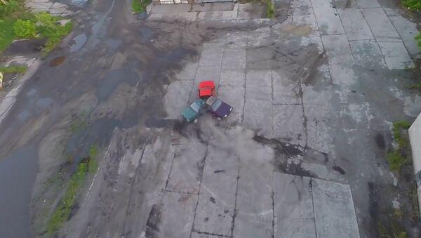 Blogeři svařili fidget spinner ze třech Žigulíků. Video - Sputnik Česká republika