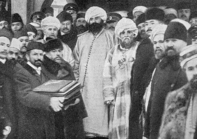 Zakládání mešity v Petrohradu v roce 1910