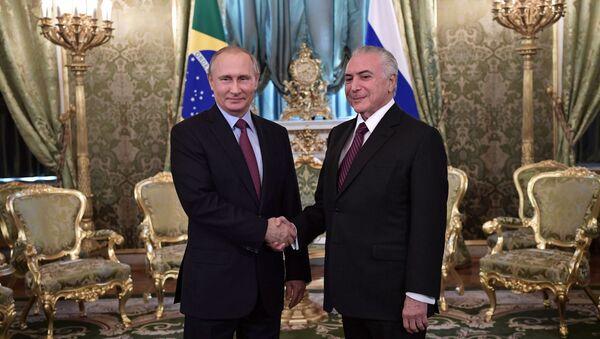 Ruský prezident Vladimir Putin a brazilský prezident Michel Temer - Sputnik Česká republika