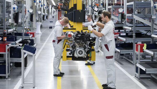 Pracovníci německého koncernu Daimler AG - Sputnik Česká republika
