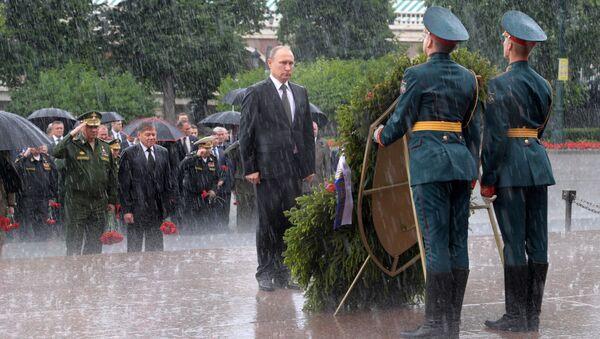 Putin položil v Den památky a smutku věnce ke Hrobu Neznámého vojína - Sputnik Česká republika
