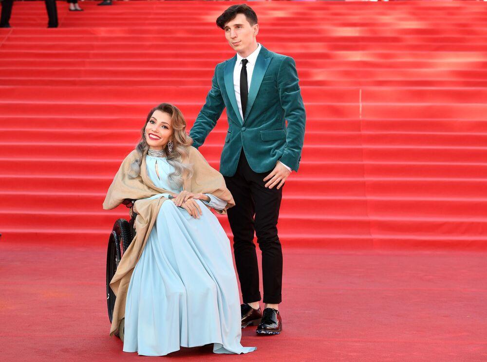 Zpěvačka Julie Samojlovová a její manžel Alexej Taran během slavnostního zahájení Moskevského mezinárodního filmového festivalu