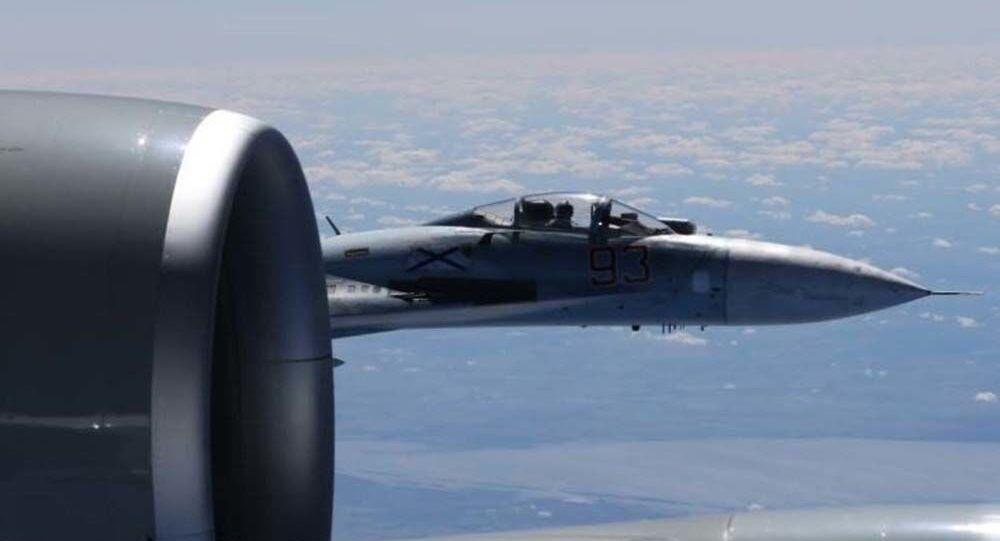 Sblížení Su-27 a RC-135U