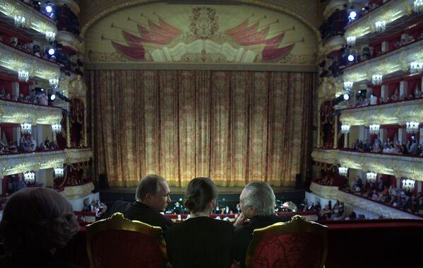 Prezident RF Vladimir Putin a prezident Brazílie Michel Temer ve Velkém divadle - Sputnik Česká republika