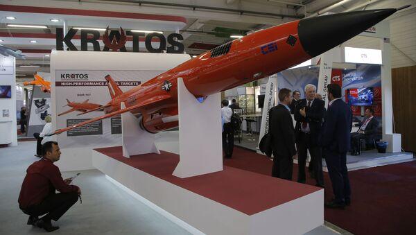Americká společnost Kratos Defense & Security Solutions představila na mezinárodní letecké přehlídce v Le Bourget v Paříži vysokorychlostní bezpilotní letoun XQ-222 Valkyrie - Sputnik Česká republika