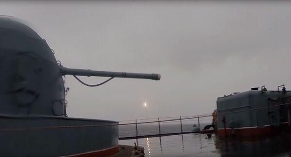 Odpálení balistické rakety Bulava z ponorky Jurij Dolgorukij - Sputnik Česká republika