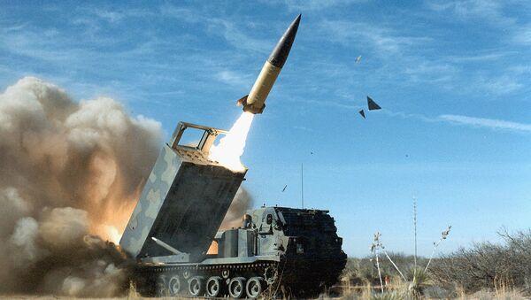 Americký raketový komplex výroby Lockheed Martin s balistickou raketou MGM-140 ATACMS - Sputnik Česká republika