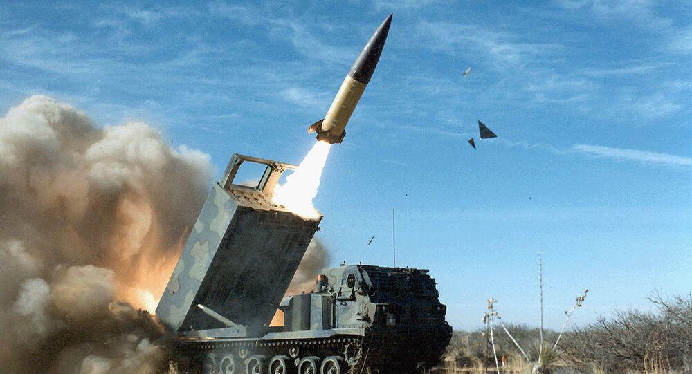 Americký raketový komplex výroby Lockheed Martin s balistickou raketou MGM-140 ATACMS