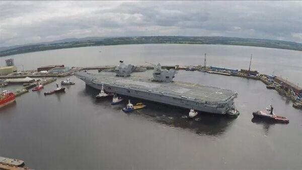 Britská letadlová loď Queen Elizabeth vyplula na první plavbu - Sputnik Česká republika