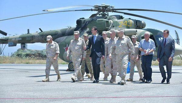 Syrský prezident Bašár Asad navštívil základnu ruských VKS Hmejmím - Sputnik Česká republika
