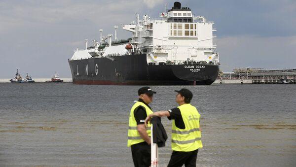 Tanker Clean Ocean s americkým zkapalněným plynem v Polsku - Sputnik Česká republika