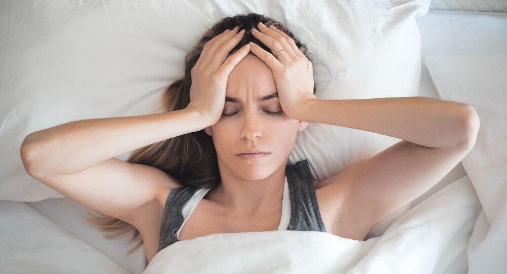 Dívka trpící bolestí hlavy