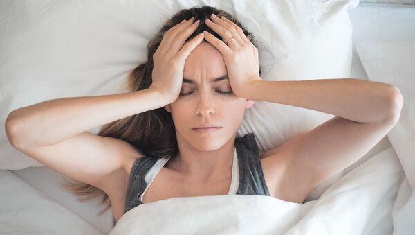 Dívka trpící bolestí hlavy - Sputnik Česká republika
