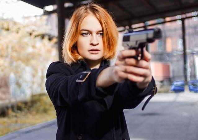 Dívka s pistolí