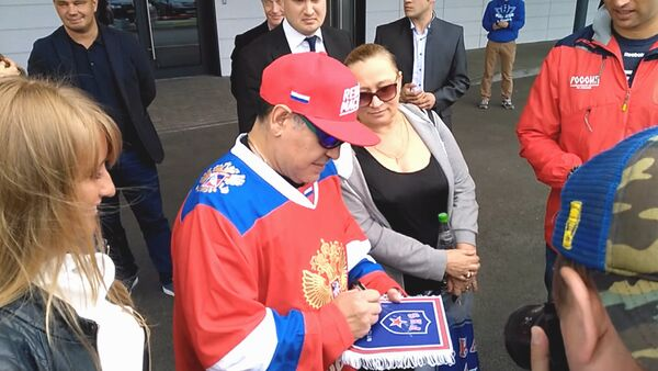 Maradona navštívil Hokejové městečko SKA. Video - Sputnik Česká republika