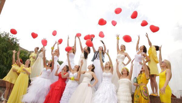 Já jsem nevěsta: Závod dívek ve svatebních šatech - Sputnik Česká republika