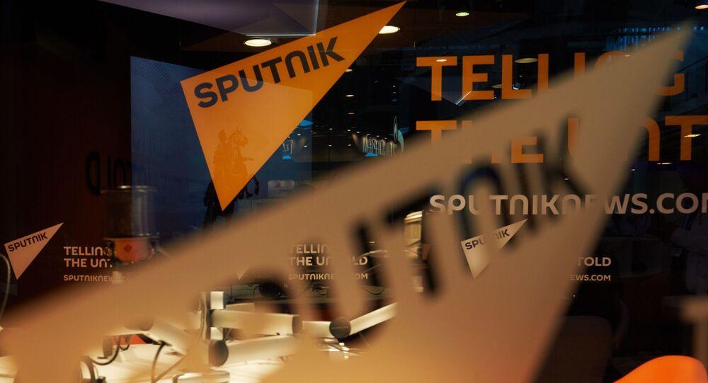 Павильон информационного агентства Sputnik перед открытием Петербургского международного экономического форума 2015