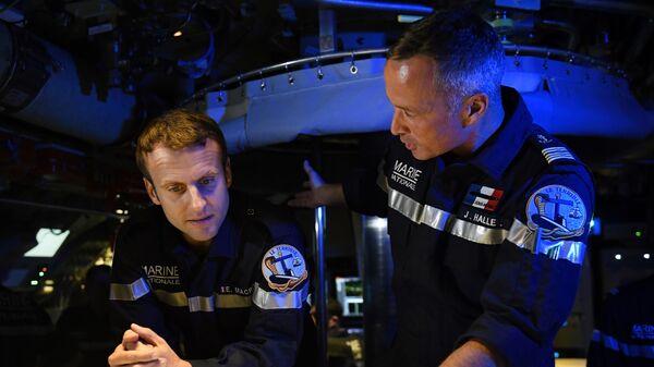 Francouzský prezident Emmanuel Macron na palubě vojenské ponorky - Sputnik Česká republika