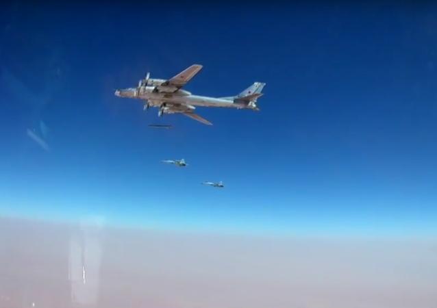 Objevila se videonahrávka útoku na teroristy v Sýrii nejnovějšími raketami