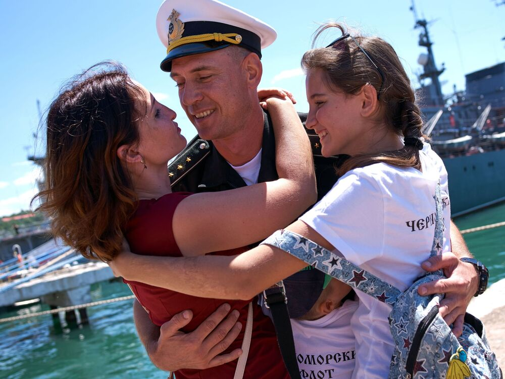 Slavnostní přivítání fregaty Admirál Essen, která připlula do Sevastopolu po splnění bojových úkolů u syrských břehů