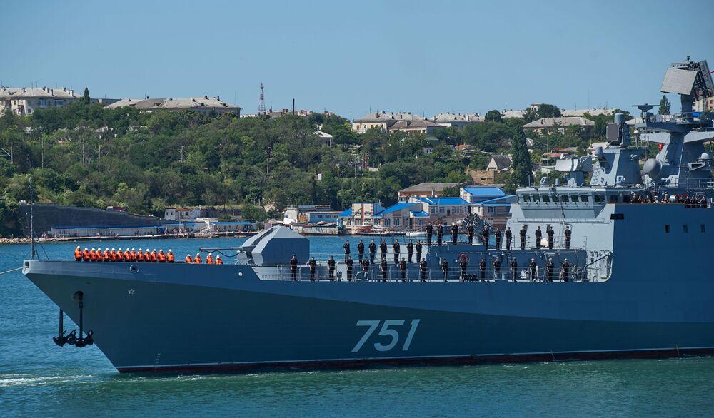 Na palubě je rormístěná nějmodernější vojenská technika, včetně raketového komlexu Štil, dělostřeleckého systému a torpéd