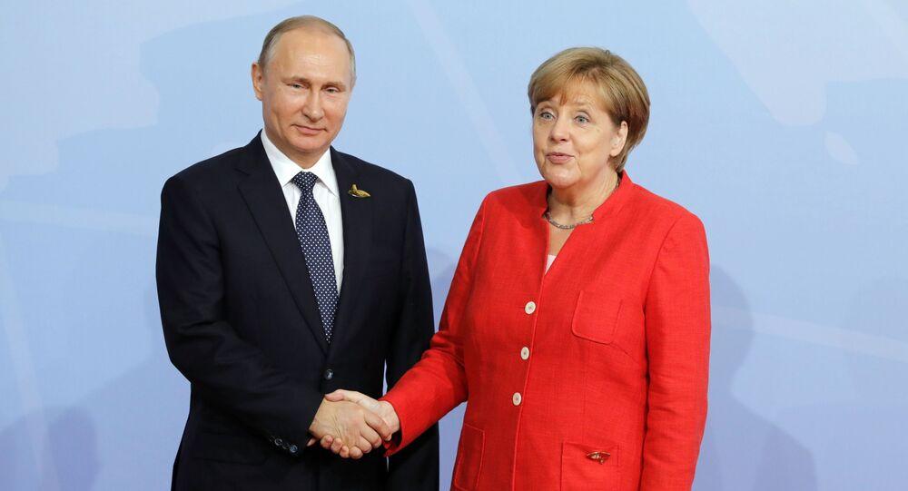 Ruský prezident Vladimir Putin s německou kancléřkou Angelou Merkelovou během vítací ceremonie summitu G20
