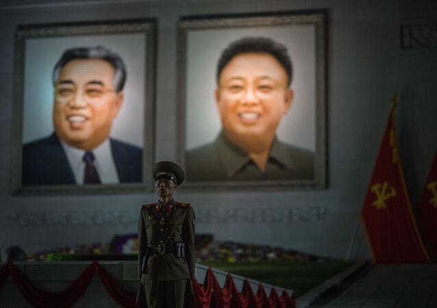 Portréty Kim Kim Čong-il a Kim Ir-sen