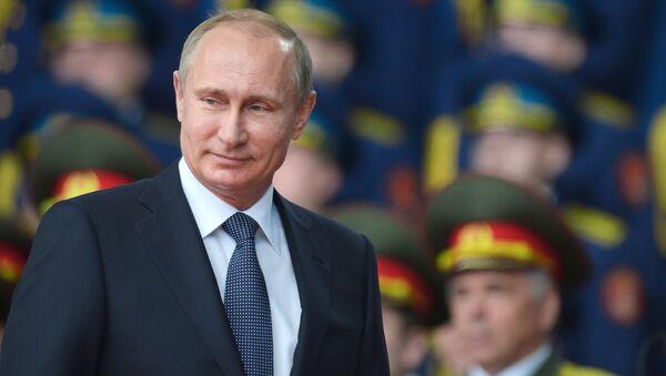 Vladimir Putin během fóra Armáda 2015 - Sputnik Česká republika