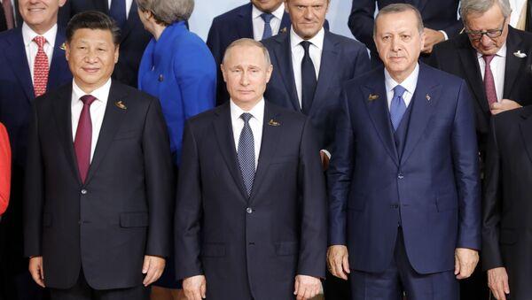 Президент РФ Владимир Путин на церемонии совместного фотографирования глав делегаций государств-участников Группы двадцати G20 - Sputnik Česká republika