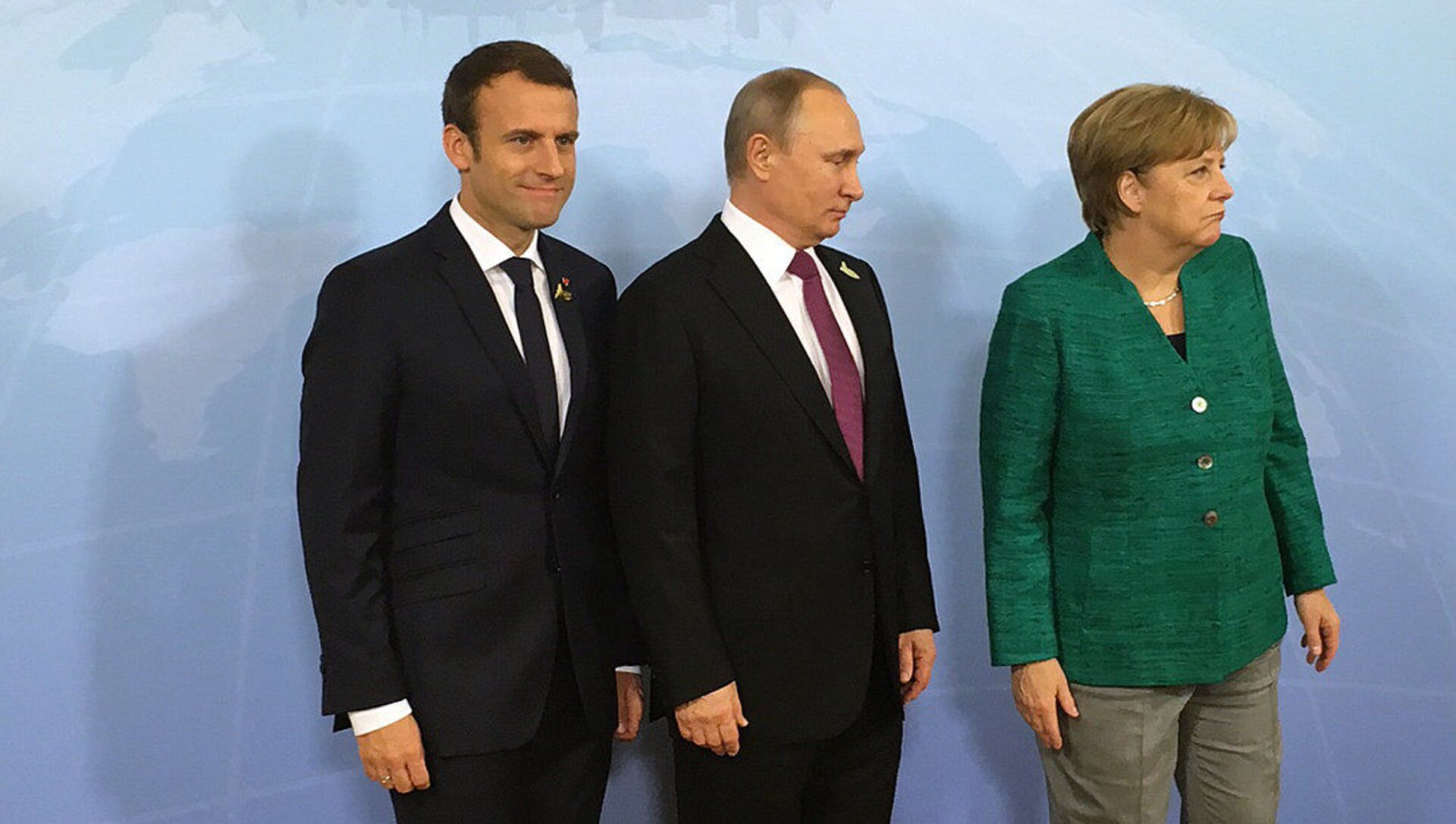 Schůzka ruského prezidenta Vladimira Putina s německou kancléřkou Angelou Merkelovou a s prezidentem Francie Emmanuelem Macronem. Ilustrační foto - Sputnik Česká republika, 1920, 31.03.2021
